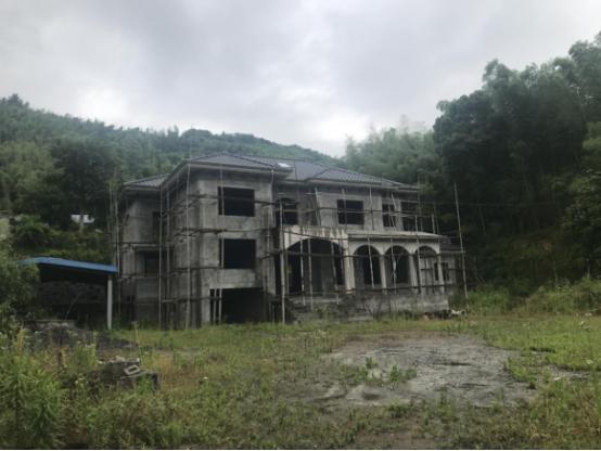 杭州富阳新登镇农村被指毁粮田建别墅和庄园